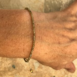 Armbånd med sten, elegant, lysebrun