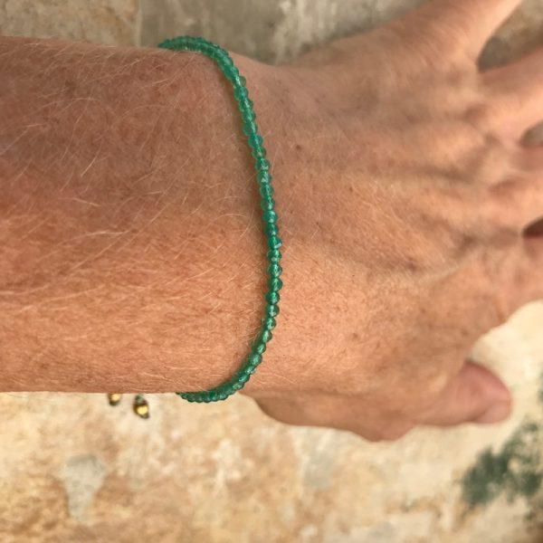 Armbånd med sten, elegant, grøn
