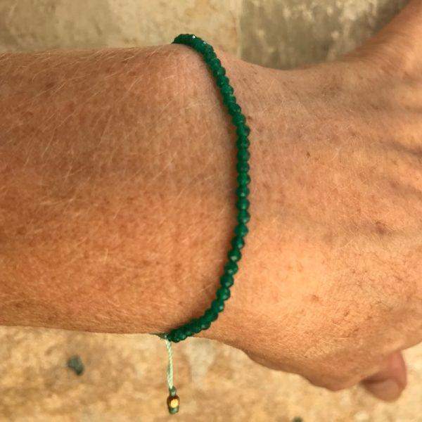 Armbånd med sten, elegant, mørkegrøn