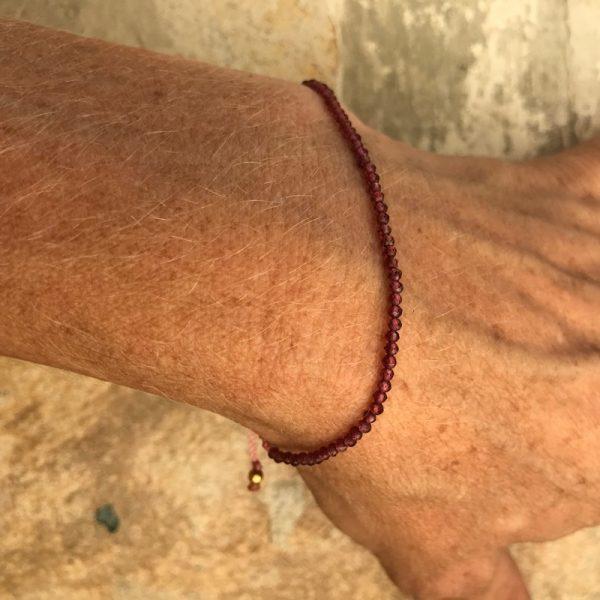 Armbånd med sten, elegant, rød